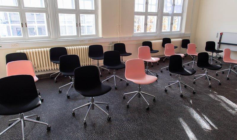 Tagensvej 18 klasselokale med kun stole